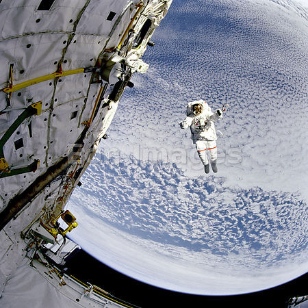 Astronaut tests safer spacewalk system