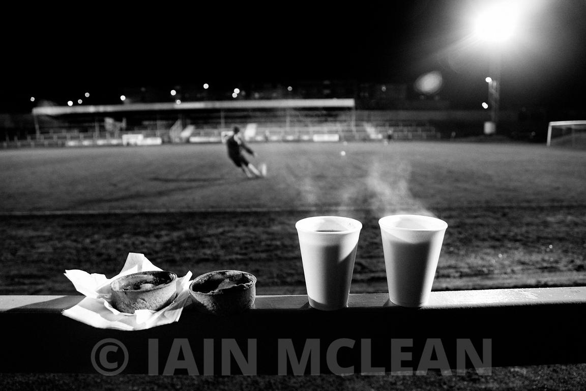 Albion Rovers..Cliftonhill Stadium, Coatbridge..18.1.11.Albion 1-2 Queens Park..Picture Copyright:.Iain McLean,.79 Earlspark Avenue,.Glasgow.G43 2HE.07901 604 365.photomclean@googlemail.com.www.iainmclean.com.All Rights Reserved.