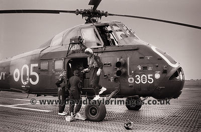 Another chopper that went in the water | Wessex XM869 | RAF Changi September 1962