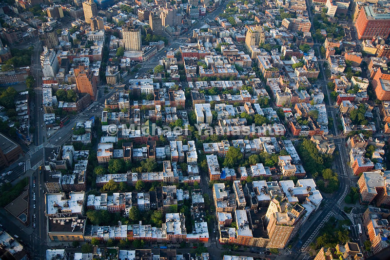 Greenwich Village is one of the few places in Manhattan that does not conform to the grid pattern, with streets and alleys that cut across blocks at many odd angles.