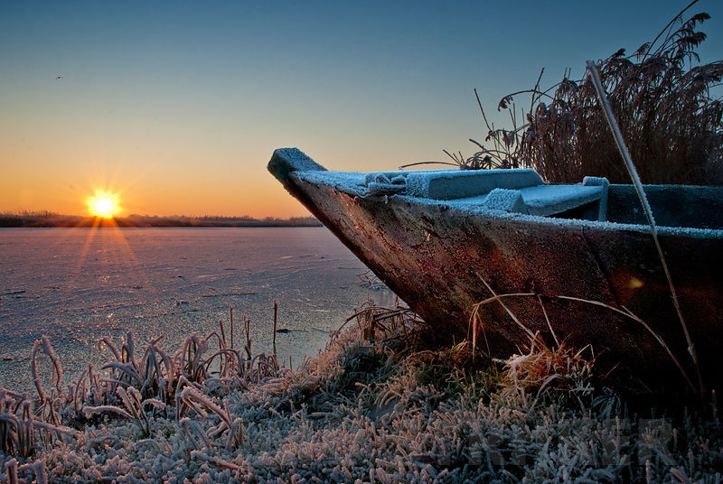 Sunset__boat_and_ice