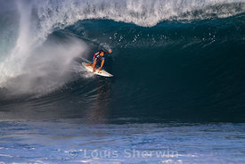 Marcus Hickman gets barreled at Pipe