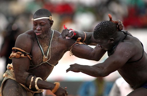 Combat between Issa Pouye and  Zoss at Demba Diop Stadium in Dakar.