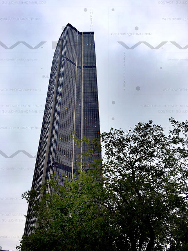 Montparnasse-Tower-01