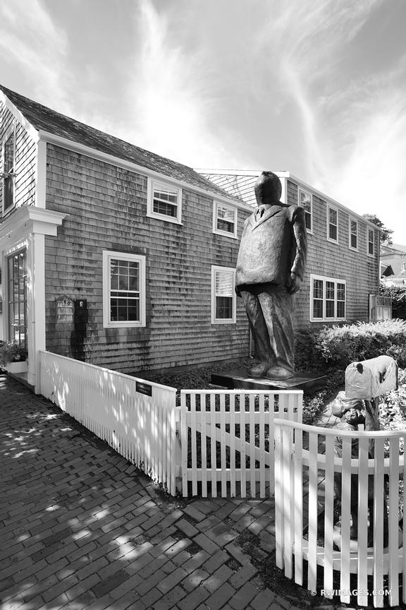 NANTUCKET BLACK AND WHITE