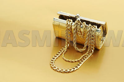 GoldJewelry_with_Purse