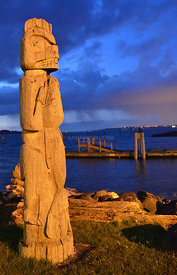 Totem_pole_on_Blake_Island_vertical