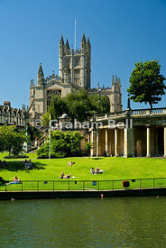 bath abbey river avon and parade gardens bath somerset england