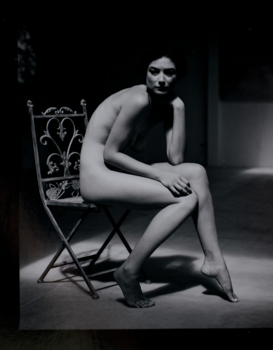 ACutting_nude_bw_chair_7201