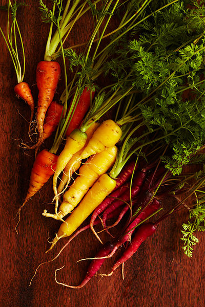 Varietal carrots with tops
