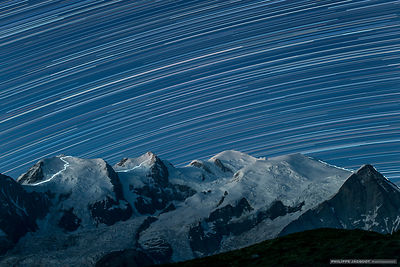 Mountain climbers beneath the stars - Chamonix Mont-Blanc