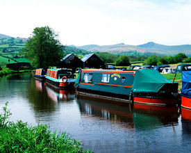 Monmouthshire and Brecon Canal, Llanfrynach near Brecon, Brecon Beacons National Park, Powys, Wales, UK.