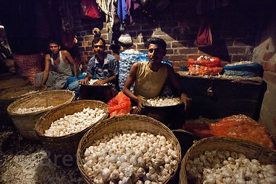 Onions for sale at the Kole wholesale vegetable market, Bowbazar, Kolkata, India. Kole is one of the largest veg markets in India.