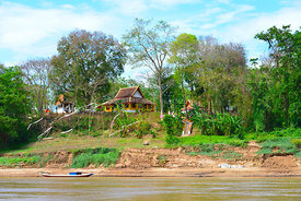 Monestery_on_the_Mekong_River