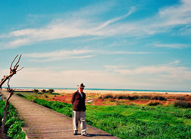 Spain_oldman_beachwalk_winter
