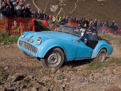 a Triumph TR3A reaches the top of the steep climb up the Blue Hills section of the MCC Land's End Trials