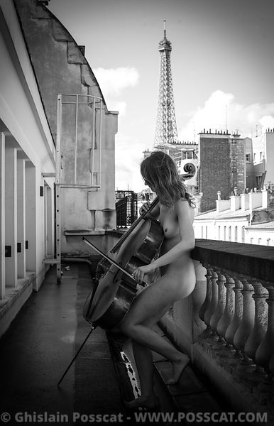 Nude musician with eifel tower in paris- Ghislain Posscat - nude fine art and erotic photographer