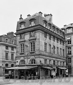 Place de Valois Paris 1er