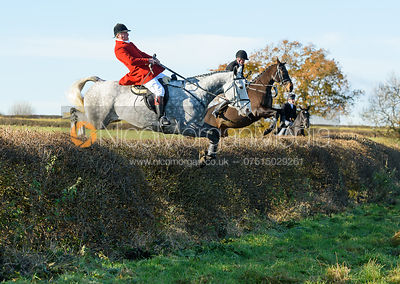 The Quorn Hunt at Barrowcliffe Farm 18/11 photos