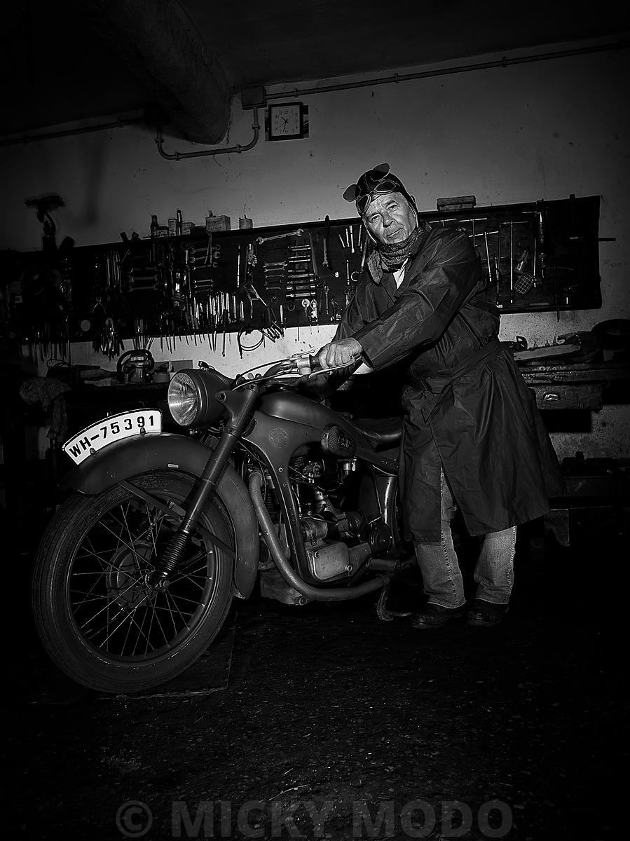 old_bike_00049_bw
