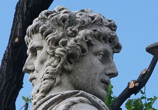 janus-statue