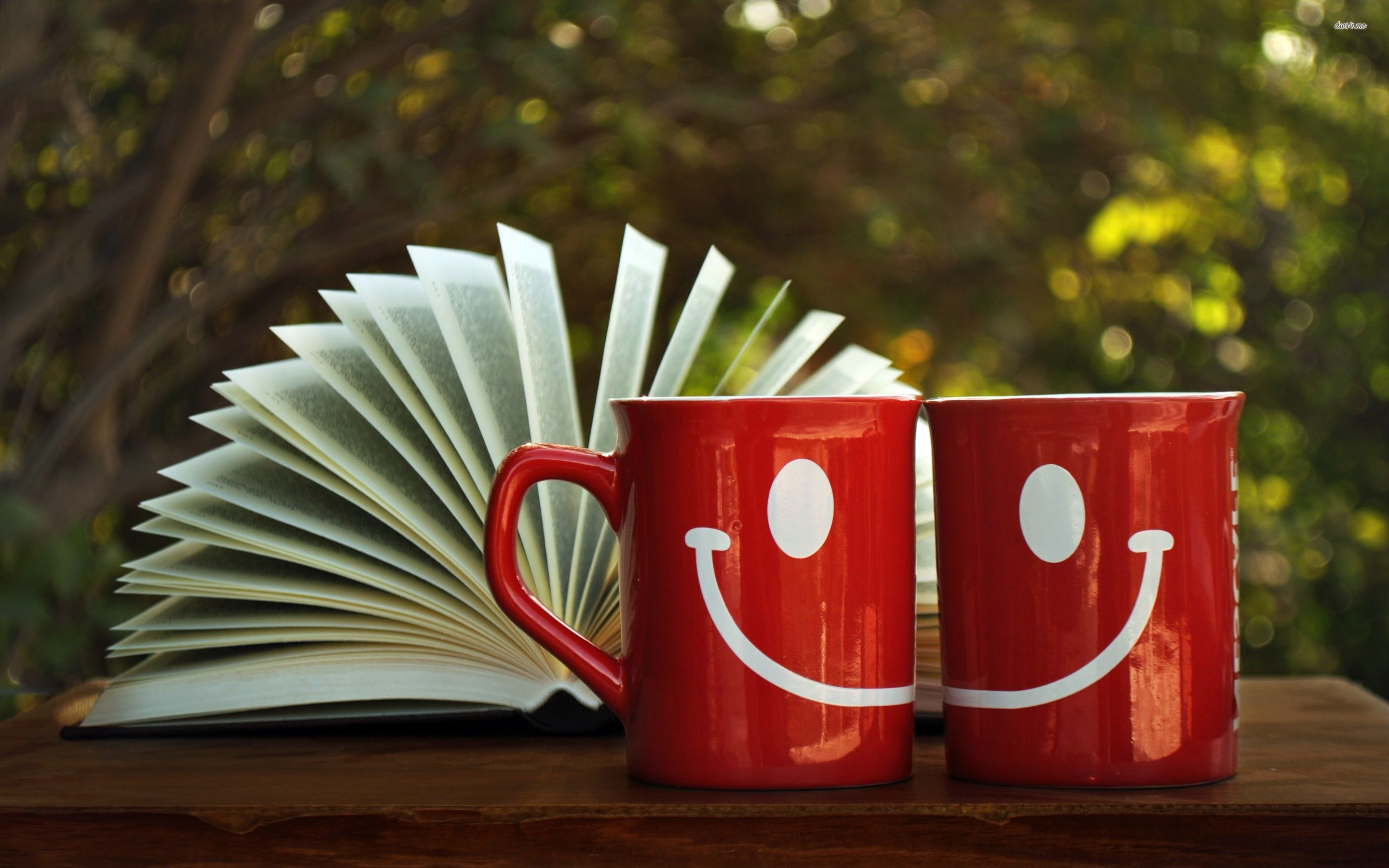 happy-mugs-and-an-open-book-cup-smile-photography-2880x1800-wallpaper170633