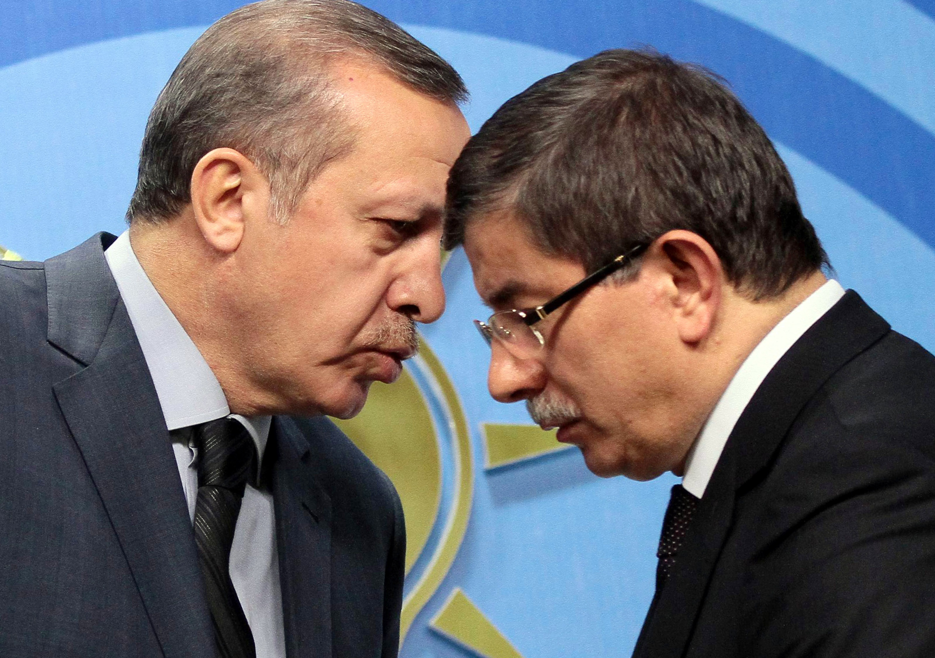 Basbakan Recep tayyip Erdogan Disisleri Bakani Ahmet Davutoglu ( 13 Haziran 2014 / Ali Unal/Arsiv)