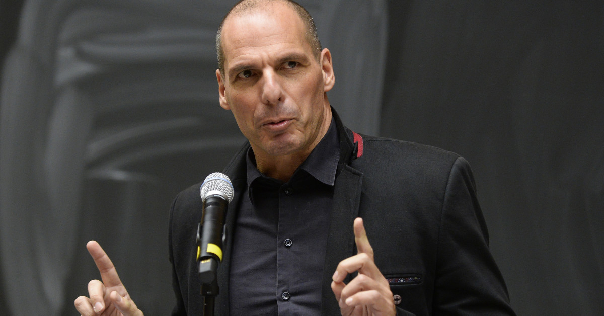 epa05011090 The economist and former Greek Finance Minister, Yanis Varoufakis speaks to the audience as he takes part in a panel discussion entitled 'Money and Power, Flooding Europe with Democracy', in Vienna, Austria, 04 November 2015. EPA/ROBERT JAEGER