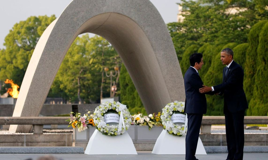 U.S. President Barack Obama (R) puts his arm around Japanese Prime Minister Shinzo Abe after they laid wreaths in front of a cenotaph at Hiroshima Peace Memorial Park in Hiroshima, Japan May 27, 2016. REUTERS/Carlos Barria - RTX2EFTC
