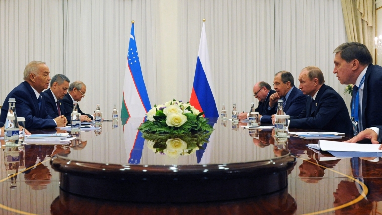 epa05386388 Uzbek President Islam Karimov (L), Russian Foreign Minister Sergei Lavrov (3-R) and Russian President Vladimir Putin (2-R) participate in talks in Tashkent, Uzbekistan, 23 June 2016. The Shanghai Cooperation Organisation (SCO) summit marking the 15th anniversary of the organisation takes place in Tashkent on 23 and 24 June 2016. EPA/MICHAEL KLIMENTYEV / SPUTNIK / KREMLIN POOL MANDATORY CREDIT