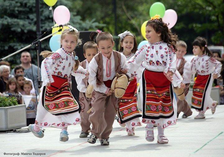 detska-grupa-po-narodni-tantsi-221214-c018