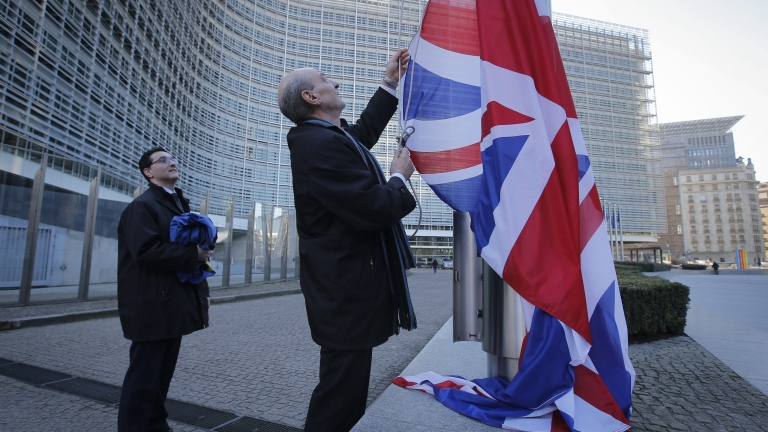 epa05164129 The British flag is raised in front of the European Commission headquarters ahead of the visit of British Prime Minister David Cameron to the European Commission, in Brussels, Belgium, 16 February 2016. Cameron will be in Brussels for meetings with European Parliament leaders and European Commission President Jean-Claude Juncker. EPA/OLIVIER HOSLET