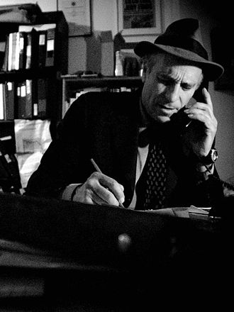 330px-Greg_Palast_in_his_NYC_office