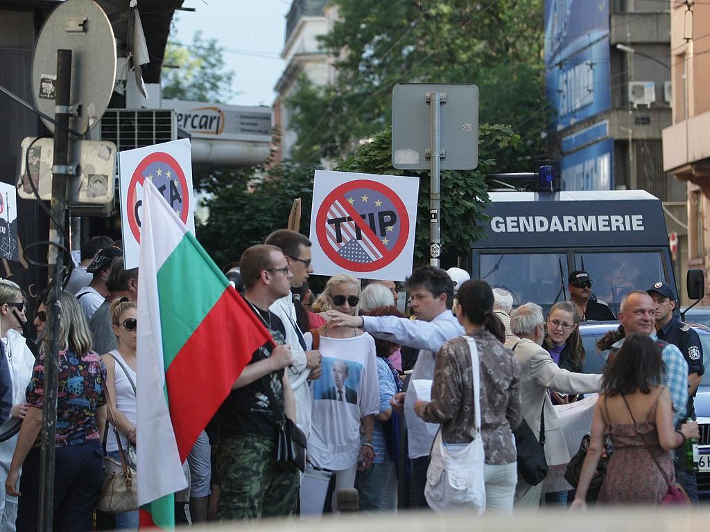 r-1024-768-protest-transatlanticheskoto