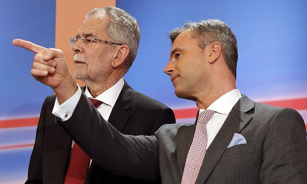 Presidential candidates Alexander van der Bellen (L) and Norbert Hofer react during a TV debate in Vienna, Austria, April 24, 2016. REUTERS/Heinz-Peter Bader