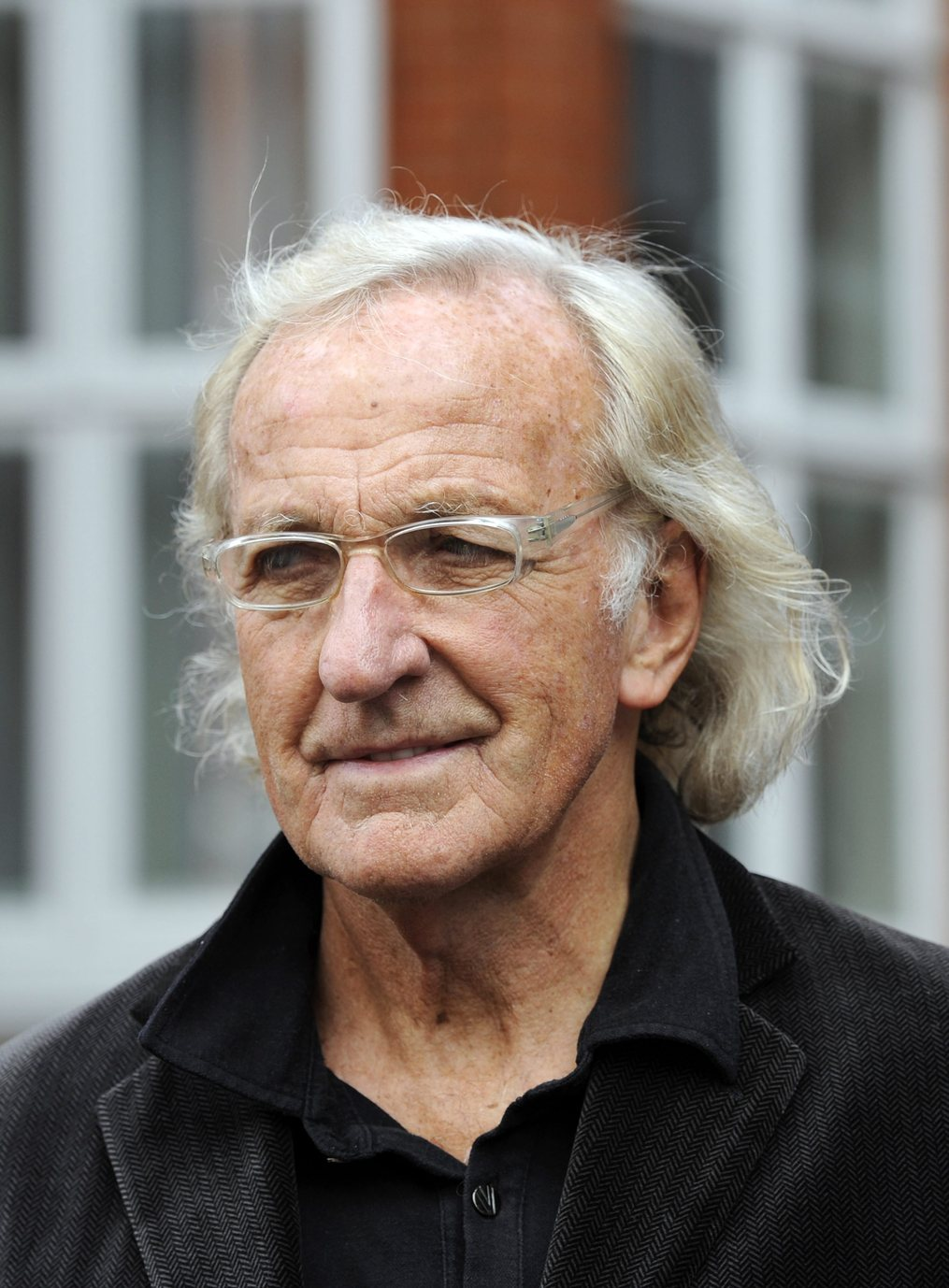epa03277228 Australian broadcaster and journalist John Pilger arrives at the Ecuador embassy where Wikileaks founder has sought political asylum, in London, Britain, 22 June 2012. Julian Assange remains inside the Ecuadorean embassy after three nights. Assange, 40, faces extradition to Sweden on allegations of sexual assault, after Britain's Supreme Court rejected his final appeal last week. A 10-day period of extradition begins on June 28. His arrival at the embassy was confirmed 19 June by Ricardo Patino, Ecuador's Foreign Minister, in Quito. He said Assange, an Australian citizen, had requested political asylum. EPA/FACUNDO ARRIZABALAGA EPA/FACUNDO ARRIZABALAGA