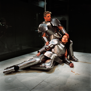 Virgin%20warrior,%20performance%20van%20marina%20abramovic%20en%20jan%20fabre,%20parijs,%20palais%20de%20tokyo,%2014%20december%202004,%20foto%20attilio%20maranzano,%20copyright%20angelos2