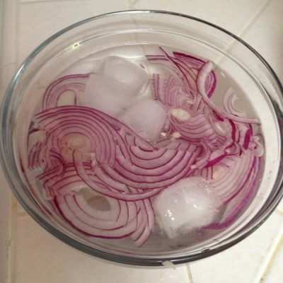 A tip for using raw red onions