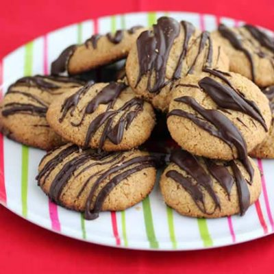 Peanut butter cookies with dark chocolate drizzle from @JeanettesHealth