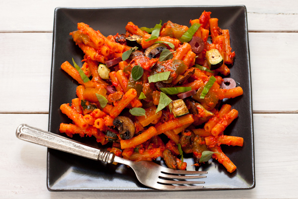 Grain-Free Pasta Salad with Roasted Vegetables and Red Pepper Sauce | Made using red lentil pasta, this hearty pasta salad pleases all palates! Migraine-friendly, vegan, dairy-free
