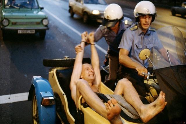 Фото крупным планом где петра из фильма такси задрала ногу фото 622-352