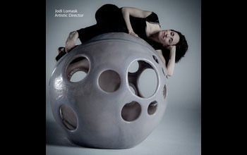 Jodi_on_sphere_wide_black