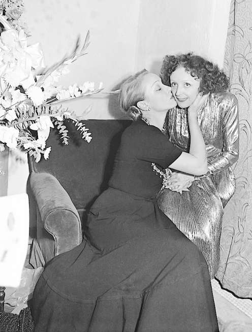 https://cozysweatercafe.wordpress.com/2018/04/27/the-angel-and-the-sparrow-brings-marlene-dietrich-and- edith-piaf-to-life/