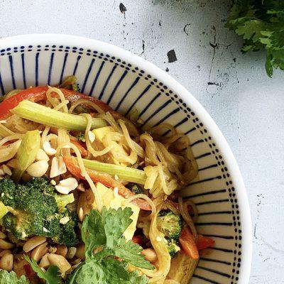Sauté de légumes, tofu, vermicelles sauce à l'arachide