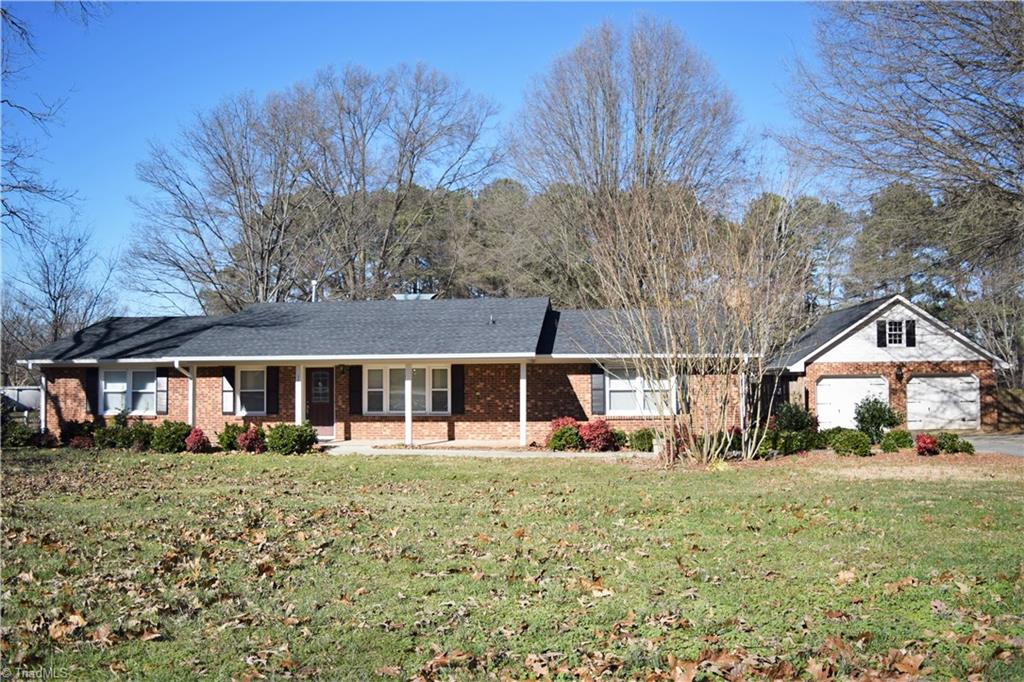 3303 Oak Ridge Road, SUMMERFIELD