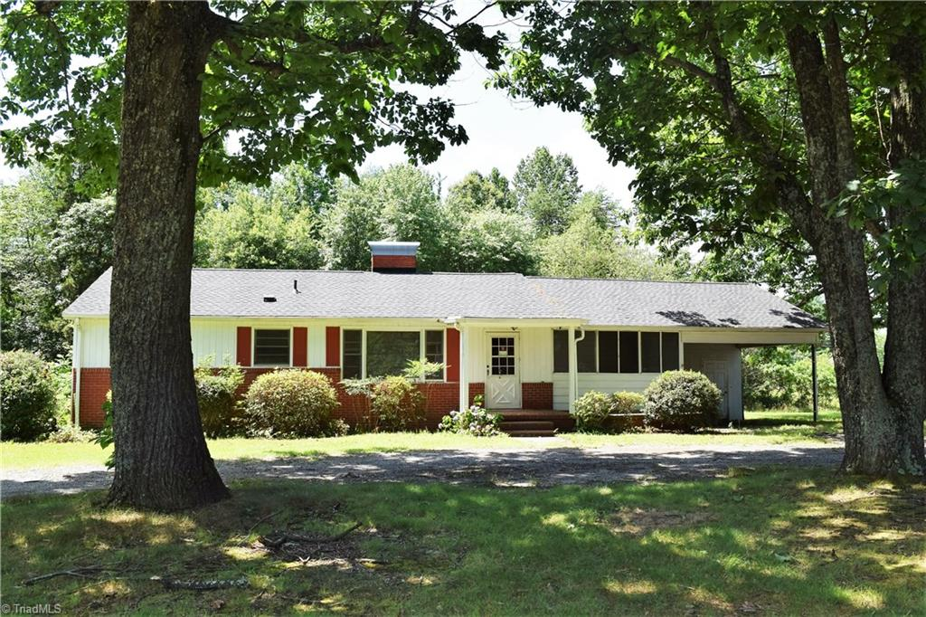 9136   NC Highway 65 , STOKESDALE