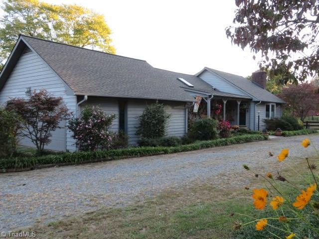 1194   Tobaccoville Road, RURAL HALL