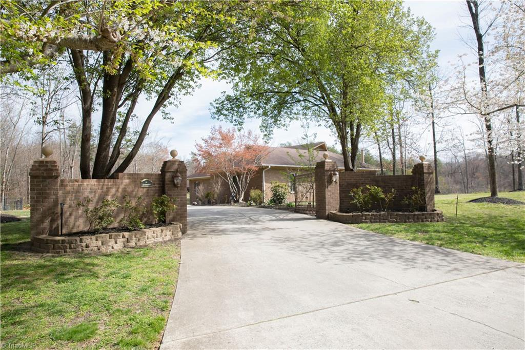 2305   HILLTOP Trail, JAMESTOWN