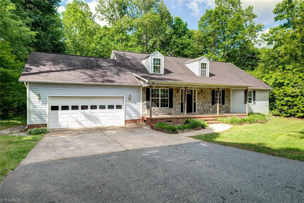 5607   Whispering Pines Drive, SUMMERFIELD