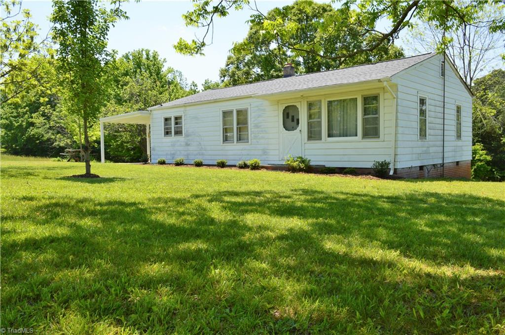 1126   Briggstown Road, LEXINGTON